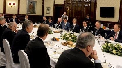 """""""No creo que haya país en el mundo con mayor potencialidad de crecimiento que Argentina"""", les dijo Macri a un grupo de empresarios (Presidencia)"""