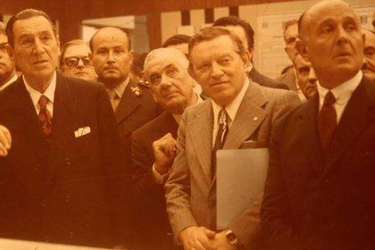 Perón, Gelbard y Llambí durante una exposición en la Central de Atucha
