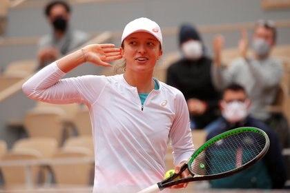 Iga Swiatek venció a Nadia Podoroska y se convirtió en la primera polaca en llegar a la final de Roland Garrlos (REUTERS/Charles Platiau)