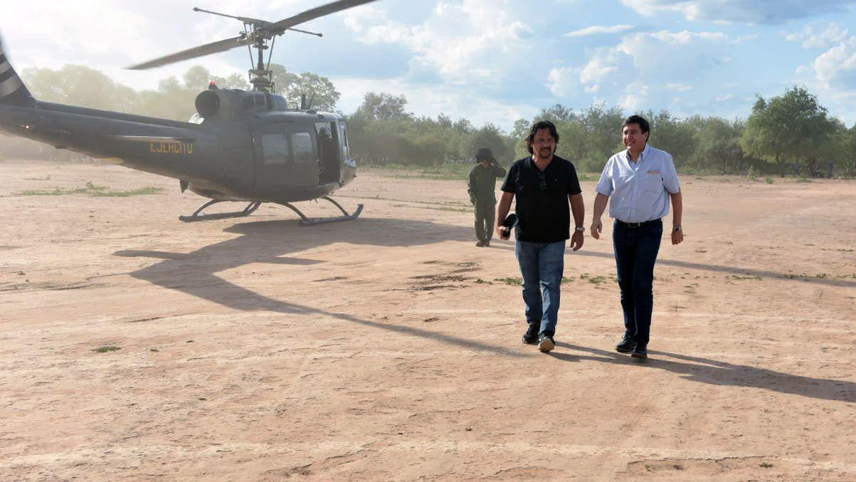 Daniel Arroyo recorrió una de las zonas afectadas por la falta de infraestructura de agua junto al gobernador Gustavo Sáenz
