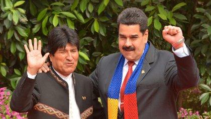 Evo Morales junto a Nicolás Maduro (AFP)