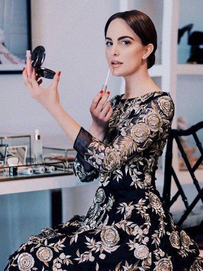 La influencer también tiene una marca de lujo de belleza que se dedica al cuidado de la piel (Foto: Instagram / @caitlynchase)