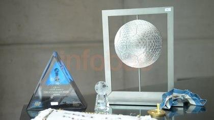 Más regalos y trofeos que forman parte del museo