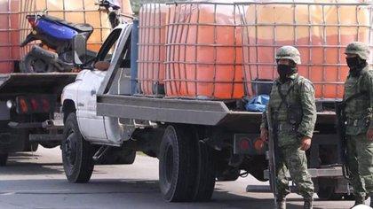 """Desde el pasado 27 de diciembre, el Ejército encabeza el plan conjunto contra el """"huachicol"""". (Foto: Especial)"""