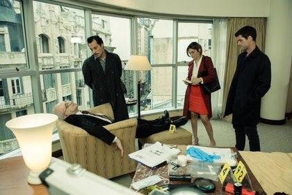 """Florencia y Guillermo en la escena del crimen, en una escena de """"Post Mortem"""""""