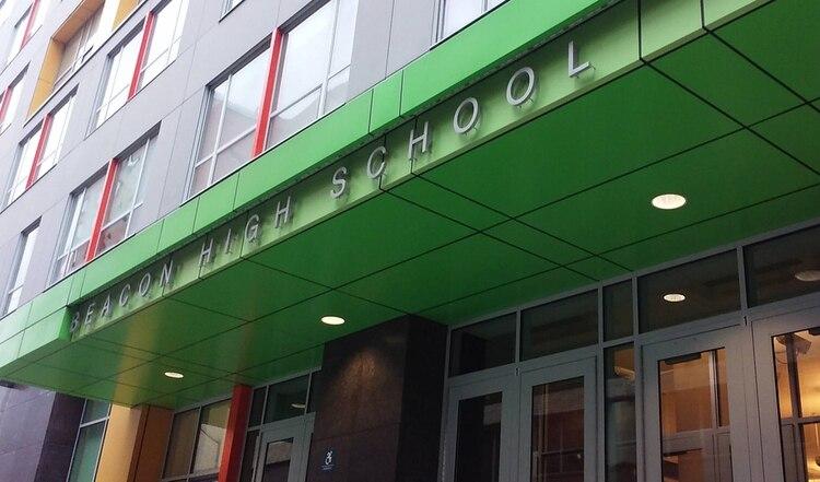 La escuela donde ocurrió el accidente en 2014 es la Beacon High School.