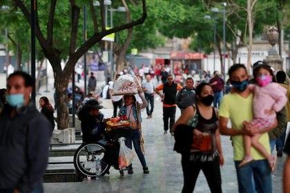 Los pronósticos del gobierno se fueron recorriendo de fecha debido a las actividades que se realizaron a pesar de la cuarenten (Foto: Carlos Jasso/ Reuters)