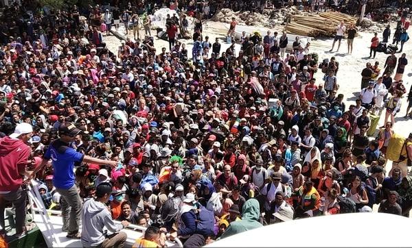 Turistas siendo evacuados (AFP)