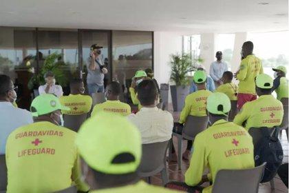 Reunión del Alcalde de Cartagena, William Dau, con los socorristas. Foto: Alcaldía de Cartagena.