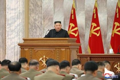 Kim Jong-un encabeza una reunión de la Séptima Comisión Militar Central del Partido de los Trabajadores de Corea (WPK), en una imagen publicada por la agencia de noticias estatal el pasado 19 de julio (Reuters)