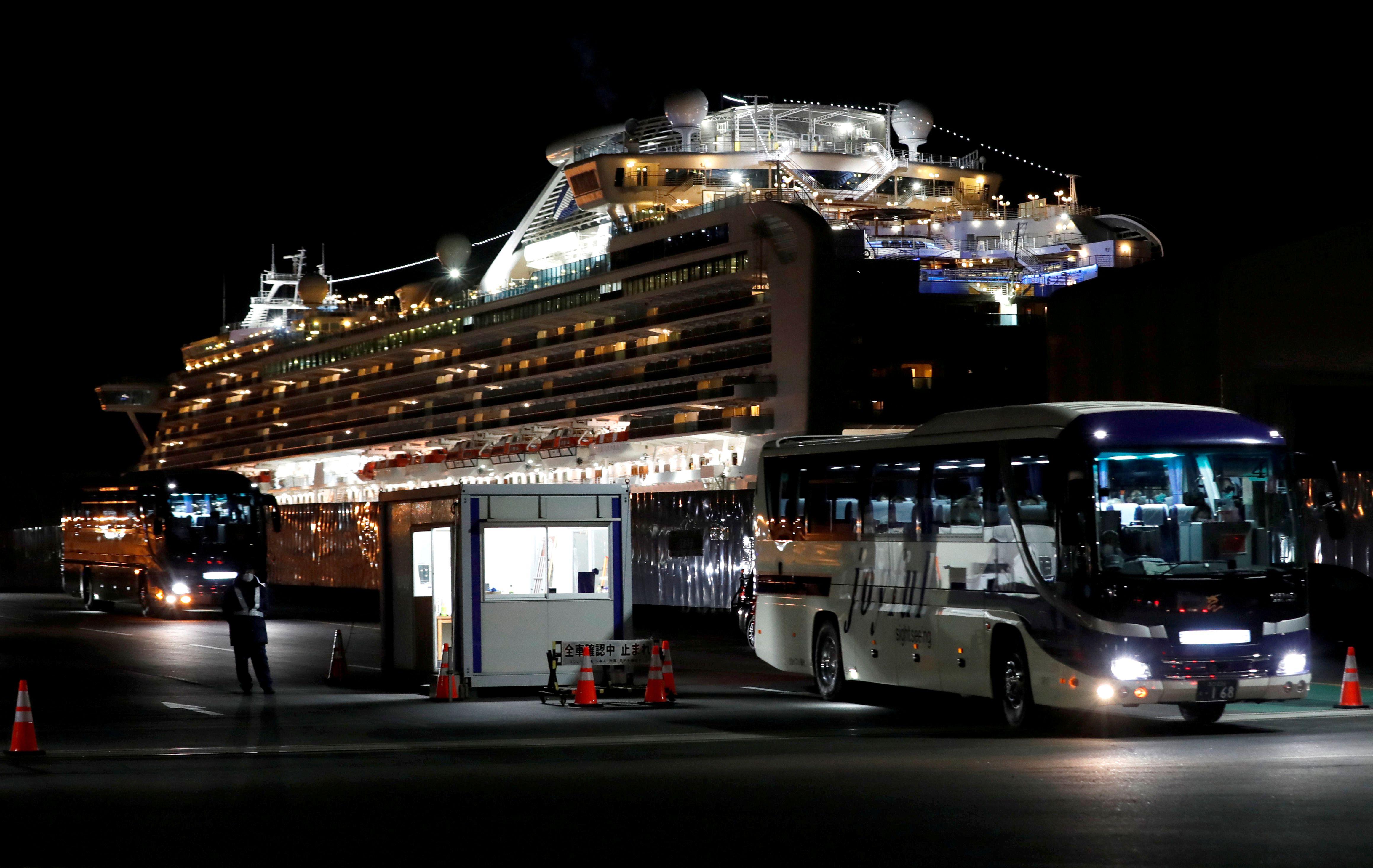 En marzo, los pasajeros en cuarentena a bordo del crucero Diamond Princess habían sido liberados para regresar a casa (Reuters)