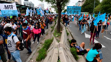 Los manifestantes del Polo Obrero cortaron la Avenida 9 de Julio en su totalidad