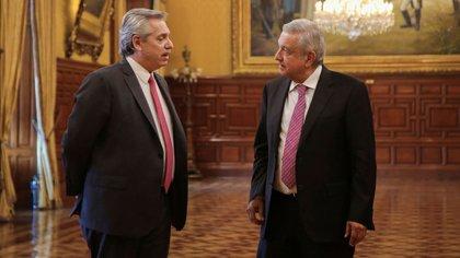Alberto Fernández y Andres Manuel López Obrador, durante un encuentro en el Palacio Nacional de México (Press Office of Andres Manuel Lopez Obrador/Handout)