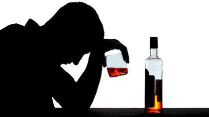 El atracón de alcohol, o binge drinking, que busca alcanzar el estado de embriaguez en el menor tiempo posible (Foto: archivo)