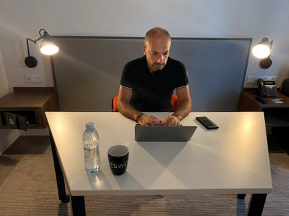 Una encuesta a líderes de 50 empresas de EEUU reveló que el 40% de ellos ha comenzado a ver caídas en la productividad que atribuyeron al trabajo desde la casa. (REUTERS/Abdel Hadi Ramahi)