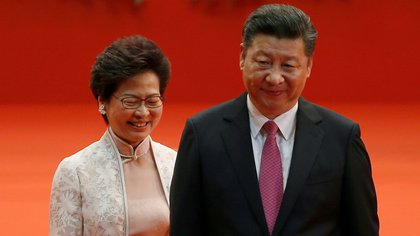 FILE PHOTO: Hong Kong Chief Executive Carrie Lam (L) and Chinese President Xi Jinping walk after Lam took her  oath, during the 20th anniversary of the city's handover from British to Chinese rule, in Hong Kong, China, July 1, 2017. REUTERS/Bobby Yip/File Photo