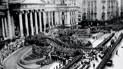 La multitud frente al Congreso y en las calles despidió a Juan Domingo Perón (Telam)