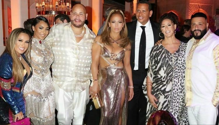 Ashanti (segunda desde la izquierda), Fat Joe (tercero) y DJ Khaled (en el extrema derecho) acompañaron a JLo en su celebración (IG: djkhaled)
