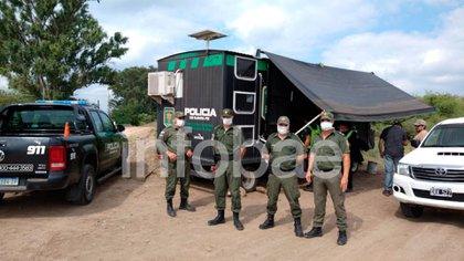 """""""Los pumas"""" de la Policía santafecina con barbijos en el control de la frontera junto a Gendarmería, entre Santa Fe y Chaco"""
