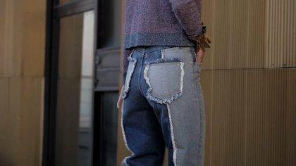 Jeans de doble color de lavado. Celeste claro y oscuro, con patchwork, de Maje