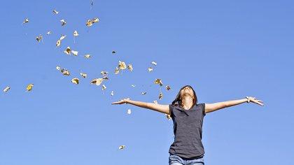 """Según Cabanas, normalmente, la gente asume que una persona feliz es más productiva. """"Pero no hay una demostración científica de ello"""" (Shutterstock)"""