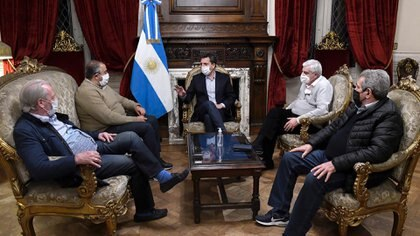 Massa en el Salón de Honor con Héctor Daer, José Luis Lingeri, Carlos Acuña y Andrés Rodríguez de la CGT