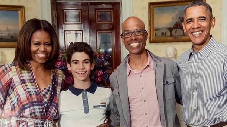 Una imagen de Cameron y Victor junto a Michelle y Barack Obama