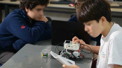 La institución tiene espacios dedicados a la robótica y a la computación. Fotos: Fernando Calzada.