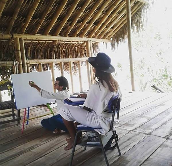 Clase dirigida a los indígenas kogui de Santa Marta.