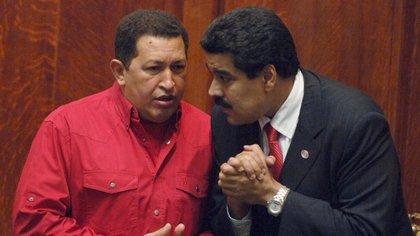 Imagen de archivo de Hugo Chávez y su sucesor, Nicolas Maduro