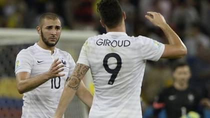 Giroud le respondió a Benzema (AFP)