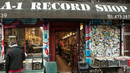 Además de poder conseguir los mejores vinilos de la zona, esta disquería se caracteriza por ser una de las especializadas en materia prima para que los DJs hagan sus mezclas (Scott Heins/Gothamist)