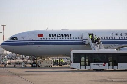 Un avión de China aterrizó la semana pasada en Grecia para entregar asistencia sanitaria. REUTERS/Alkis Konstantinidis