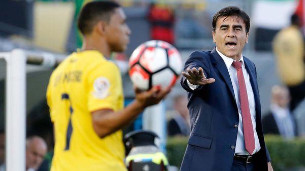 Ecuador despidió al DT Quinteros tras quedar al borde de la eliminación del Mundial