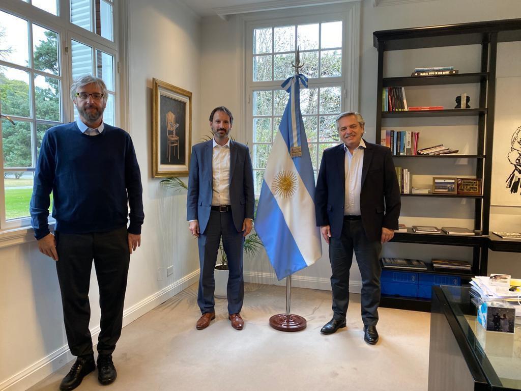 El presidente Alberto Fernández recibió hoy en la residencia de Olivos al gerente general de la compañía farmacéutica Pfizer, Nicolás Vaquer, y al director científico de la Fundación INFANT, Fernando Polack.