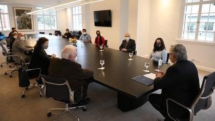 Alberto Fernández se reunió con un grupo de terapistas y trabajadores de la salud
