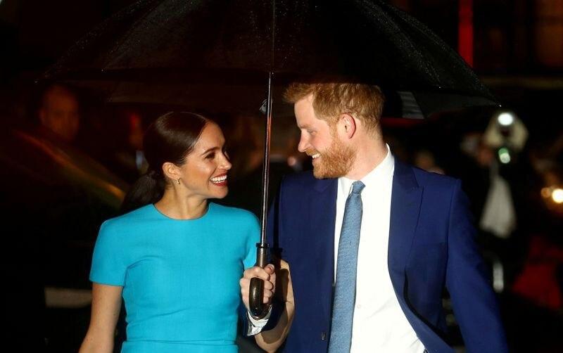 FOTO DE ARCHIVO: El príncipe Enrique de Gran Bretaña y su esposa Meghan, duquesa de Sussex, llegan a una premiación en Londres el 5 de marzo de 2020. REUTERS/Hannah McKay//File Photo