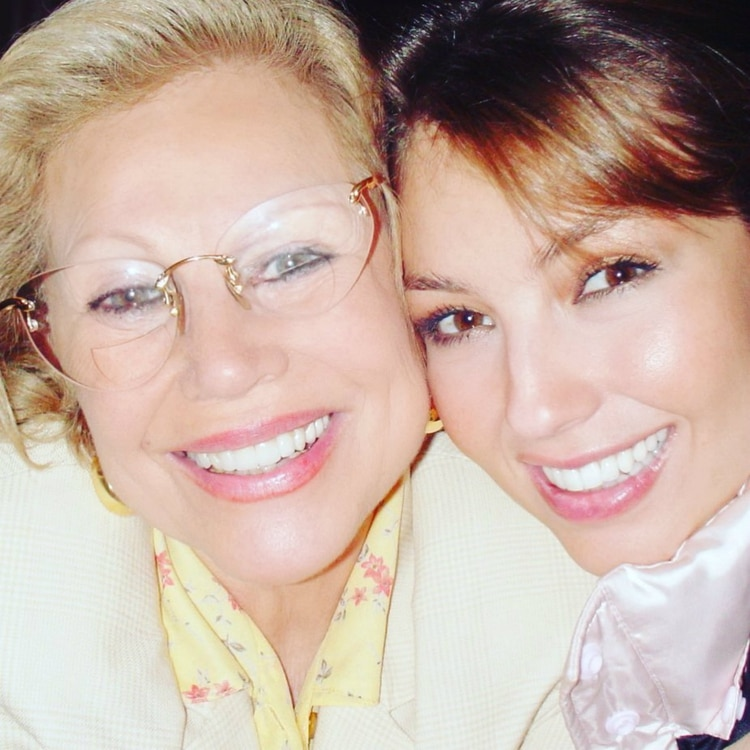 Thalía compartió esta imagen en Instagram para recordar a su mamá