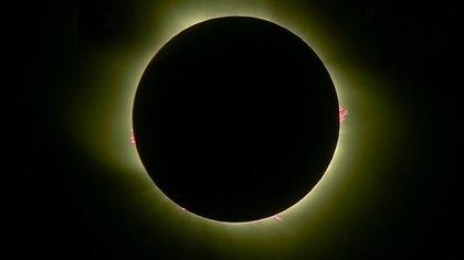 El espectacular eclipse solar total conmovió en la Patagonia (Reuters)