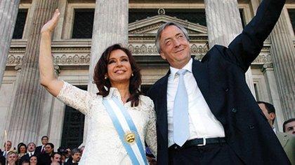Cristina junto a Néstor Kirchner el día que asumió su primer mandato como presidenta (Daniel Darrás/Archivo Télam)