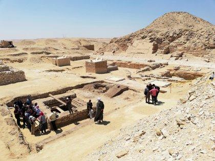 Pozo de 30 metros excavado en el centro de un antiguo taller de momificación al sur de la pirámide de Unas, al sur de Sakara necr & # 243;  Cortés.  EFE / Jorge Fuentelsaz / Archivos