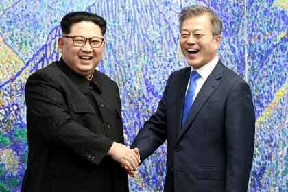 El líder de Corea del Norte, Kim Jong-un, junto a Moon durante su reciente encuentro (Reuters)