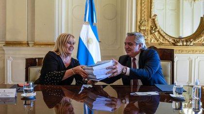 El Presidente y la Ministra de Justicia, Marcela Losardo