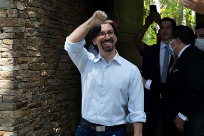 Freddy Guevara a la salida de la Embajada de Chile en Caracas (EFE)