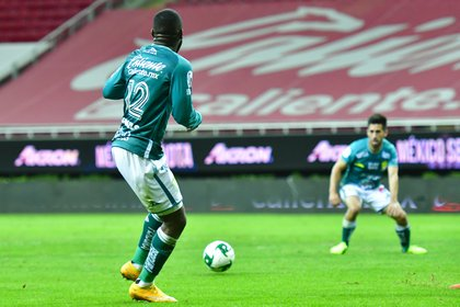 El delantero costarricense Campbell fue la estrella que guió el camino de todos los ataques esmeraldas (Foto: Twitter/ @clubleonfc)