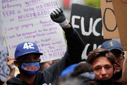 Las protestas para exigir justicia por George Floyd han provocado la detención de unas 5,600 personas hasta ahora (Foto: Mike Blake/ Reuters)