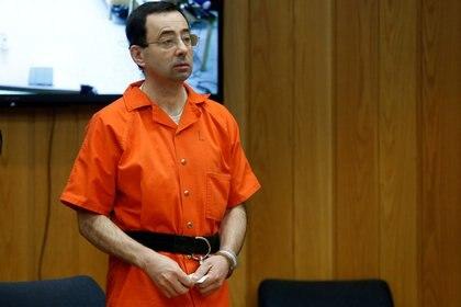 Larry Nassar fue sentenciado a 125 años por abusas sexualmente de decenas de atletas (Reuters)