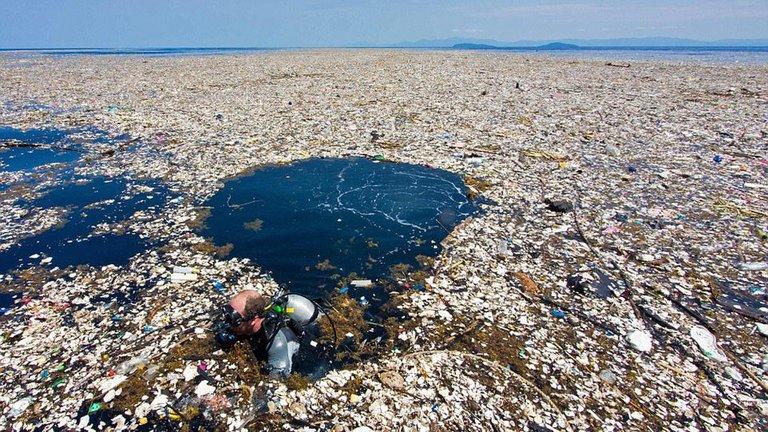 Una de las islas de plástico formada en el Pacífico (Nat Geo)
