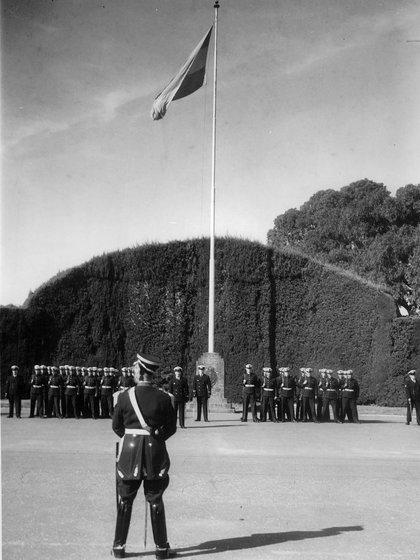 Cambio de guardia en la Plaza de Armas de la Quinta de Olivos. Como en la Casa Rosada, los granaderos son los encargados históricos de custodiar la residencia presidencial.