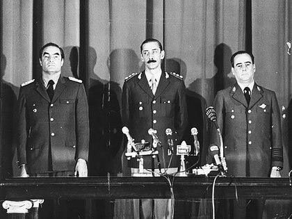 Almirante Emilio Eduardo Massera, general Jorge Rafael Videla y brigadier Orlando Ramón Agosti, la primera junta de comandantes de la última dictadura militar